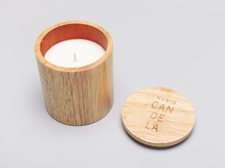 Candle with the scent of lime